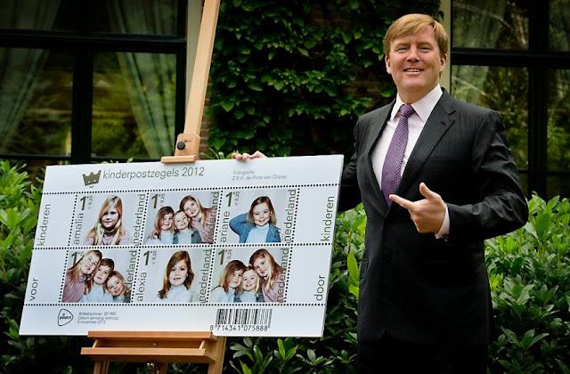 Willem-Alexander i okolicznościowe znaczki pocztowe z jego córkami 2012