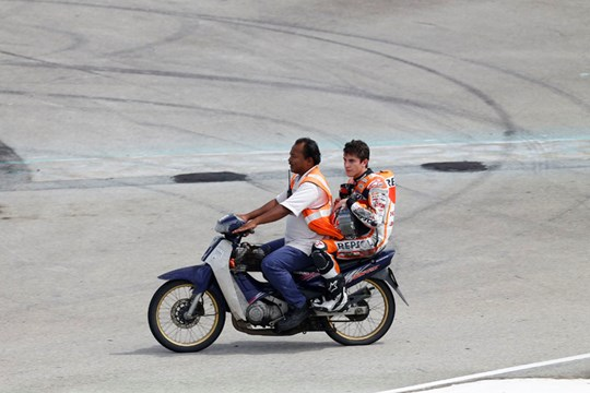 berita motogp Konsisten di musim ini sebelum mengunci juara dunia, Pembalap Repsol Honda, Marc Marquez malah terjatuh di dua seri terakhir yaitu di Phillip Island dan Sepang. Marquez lalu menyataan penyebab sampai 2 kali berturut terjatuhnya dirinya
