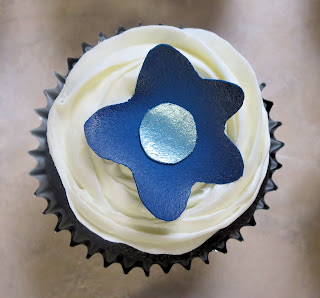 Funky Flower Cupcakes - Single Cupcake Overhead View