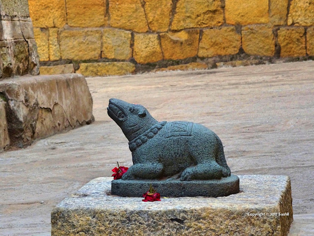 Lord Ganesha's Vahan Mouse on front of the Temple, Bangalore Fort (sonesrs.blogspot.in)