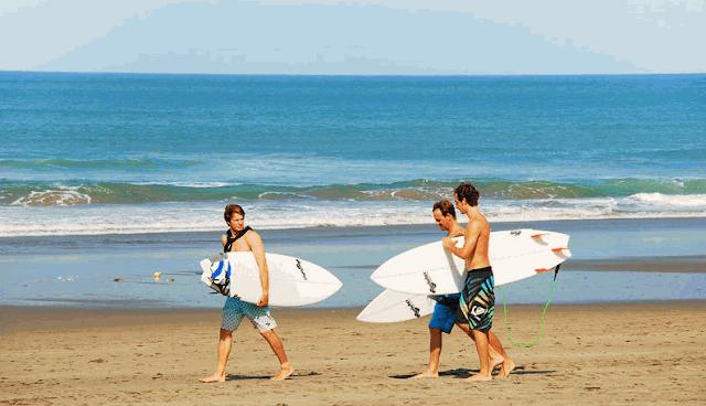 Gambar Pantai Petitenget seminyak bali