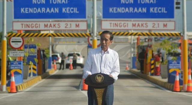 Jokowi soal 'Kami Tidak Makan Jalan Tol : Yang Suruh Makan Jalan Tol Siapa? Sakit Perut Nanti