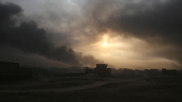 Daesh provoca nubes tóxicas en Irak incendiando pozos de petróleo