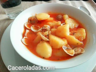 https://www.caceroladas.com/2017/04/patatas-con-chirlas.html