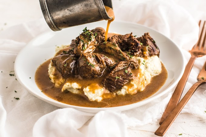 Beef Tips & Gravy over Cauliflower Mash #dinnerrecipe #beeftips
