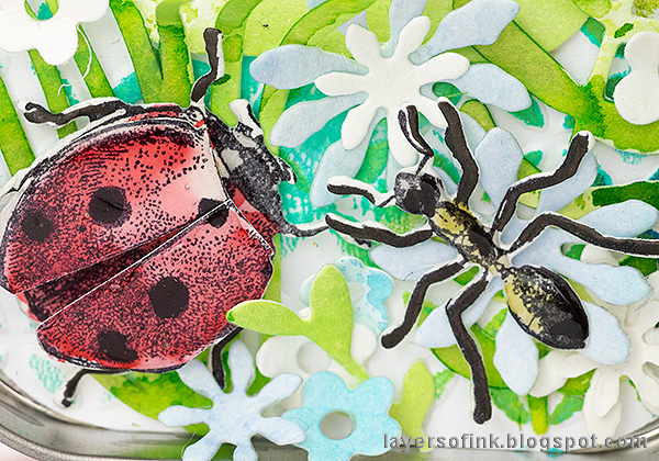 Layers of ink - Springtime Altered Tin Tutorial by Anna-Karin Evaldsson. Ant and ladybug meeting.