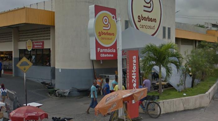 Armados, bandidos invadem supermercado Gbarbosa e realizam arrastão