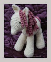 http://www.crochet-patterns-free.com/2014/10/free-crochet-horse-pattern.htm
