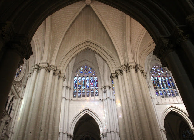 Pilastras sosteniendo las bóvedas