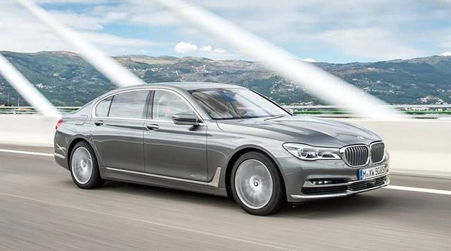 2017 BMW 750d xDrive Diesel Review