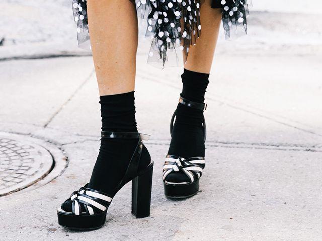 Beli Sepatu Online Kebesaran? Akali dengan Cara Ini
