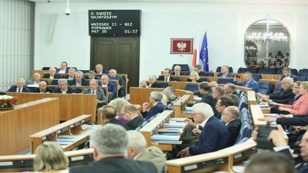Parlamento polaco aprueba polémica reforma del Tribunal Supremo
