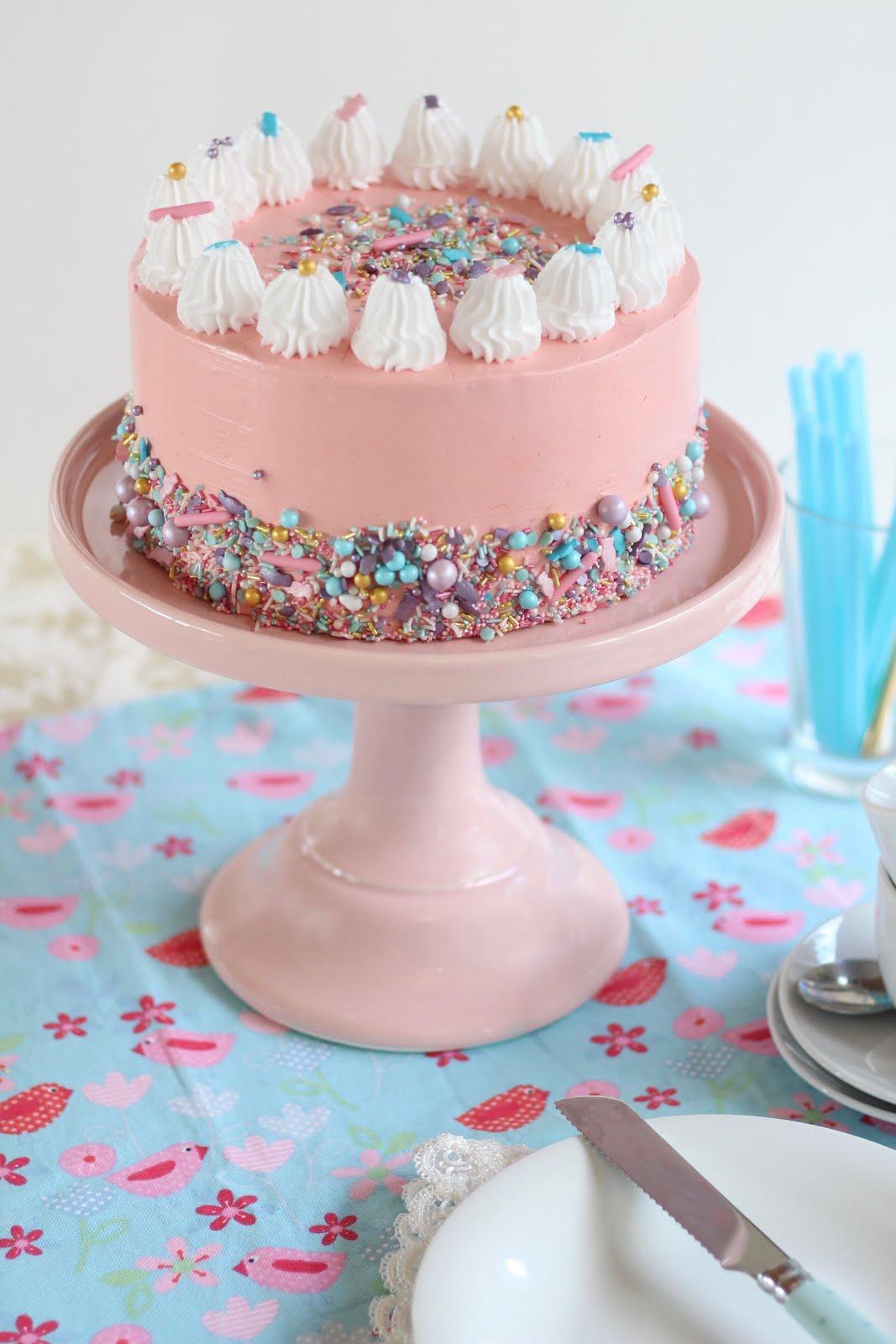 Wunderhübsche amerikanische Konfetti-Geburtstagstorte | Video und Rezept von Sugarprincess