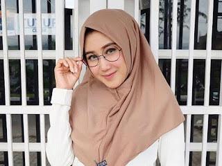 6 Tips Dan Cara Memakai Kacamata Dengan Hijab Yang Benar