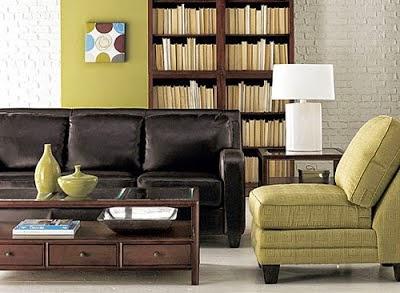 sala amarillo con marrón
