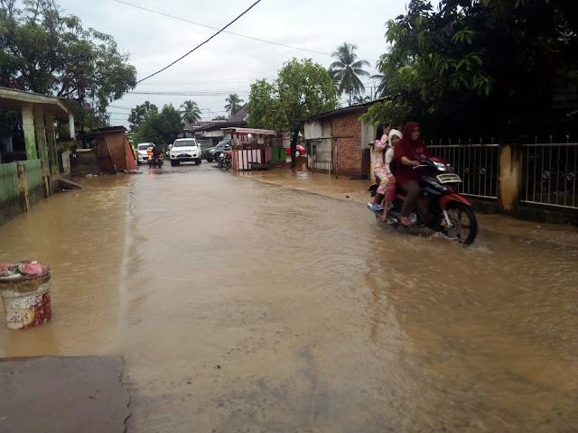 Diguyur Hujan Belasan Rumah Dan Jalan Tergenang Air