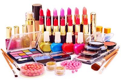 Bahaya Kosmetika yang Jarang Disadari oleh Muslimah