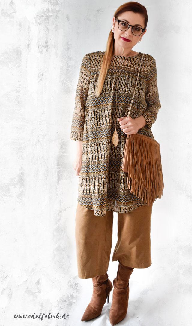 die edelfabrik, Look, braune Wildlederculotte mit Musterkleid und Overknees