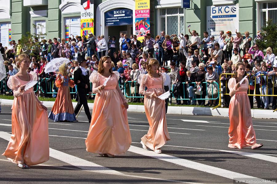 Участники театрализованного шествия 'ВСЕ мы - Россия'. Празднование Тысячелетия единения мордовского народа с народами России