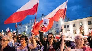 Poland President Andrzej Duda vetoes judiciary reform