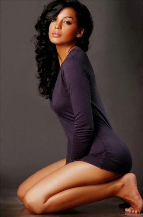 Mugdha Godse thunder thighs, Mugdha Godse sexy legs, Mugdha Godse hot legs, Mugdha Godse feet photos, Mugdha Godse in tight dress, Mugdha Godse in short dress