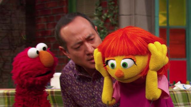 """Julia, """"Boneka Autis"""" dari Sesame Street"""
