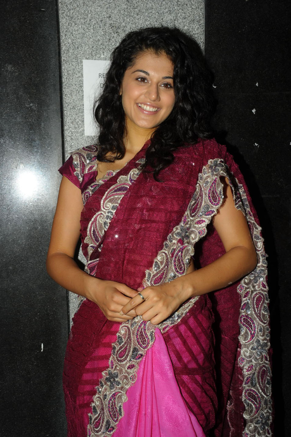 Tapsee 2016 Latest Stills In Pink Saree
