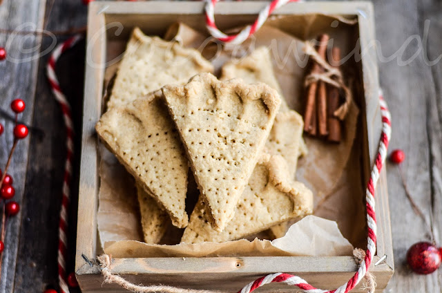Spiced Shortbread Cookies - Cocoawind