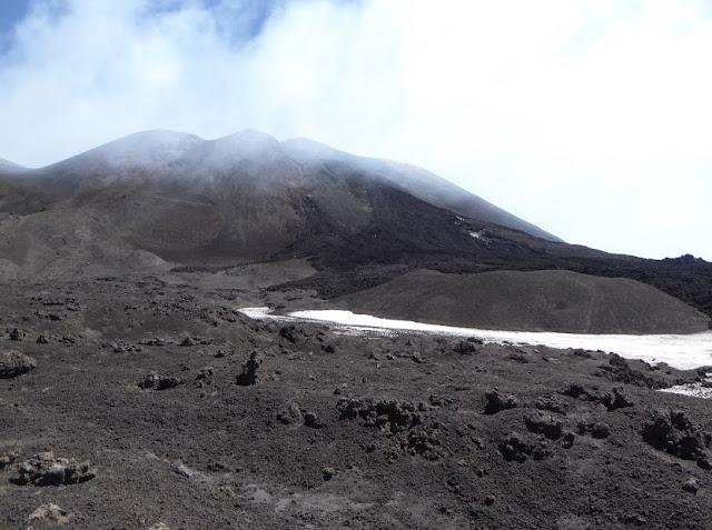 lungo la colata lavica del 2013 sull'etna