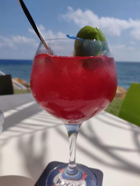 beach bar cocktail