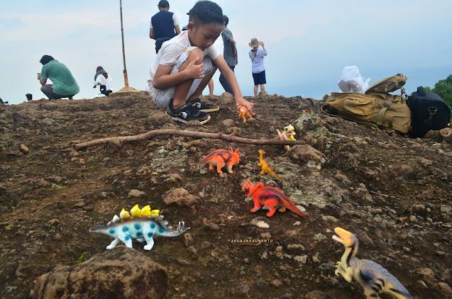 Dinosaurus di gunung api purba Nglanggeran ©Jelajahsuwanto