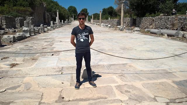 Harun İstenci Efes Antik Mermer Caddesinde