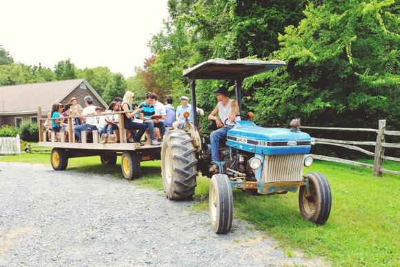 A Cowboy Ranch 4th Birthday Party - via BirdsParty.com