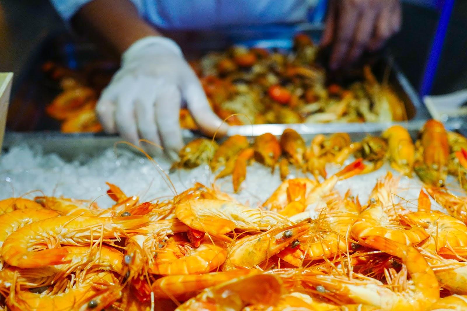 seafood sensation 2.0 buffet: temptations, renaissance kuala lumpur hotel