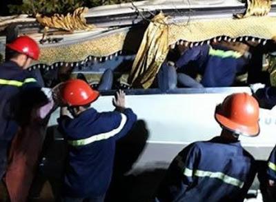 Cập nhật - Lào cai xe du lịch 29 chỗ lao xuống vực 4 người đang nguy kịch