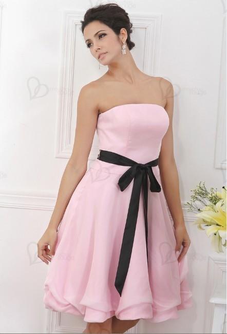 29b6b229168 Essayez le look hyper tendance des boutiques de robes de soirée  Chouchourouge pour être la femme la plus splendide. La robe de cocktail  rose pour vos soirée ...
