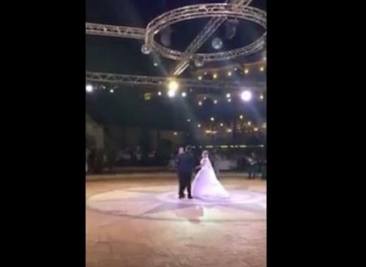 مؤثر...بالفيديو - فنان لبناني يبكي الحضور في زفاف شقيقه بأغنية خاصة.. اسمعوها!!!
