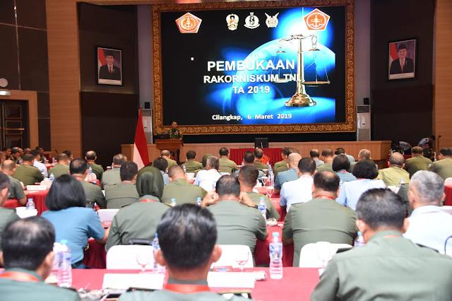 Kasum TNI : Penegak Hukum TNI Harus Profesional dan Berintegritas