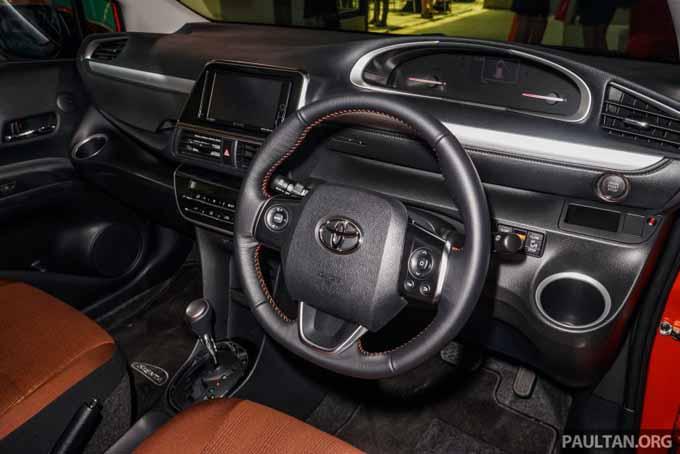 Foto ruang dalaman Toyota Sienta 2016