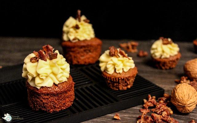 Cupcakes mit Speck, Whisky, Ahornsirup und Walnüssen