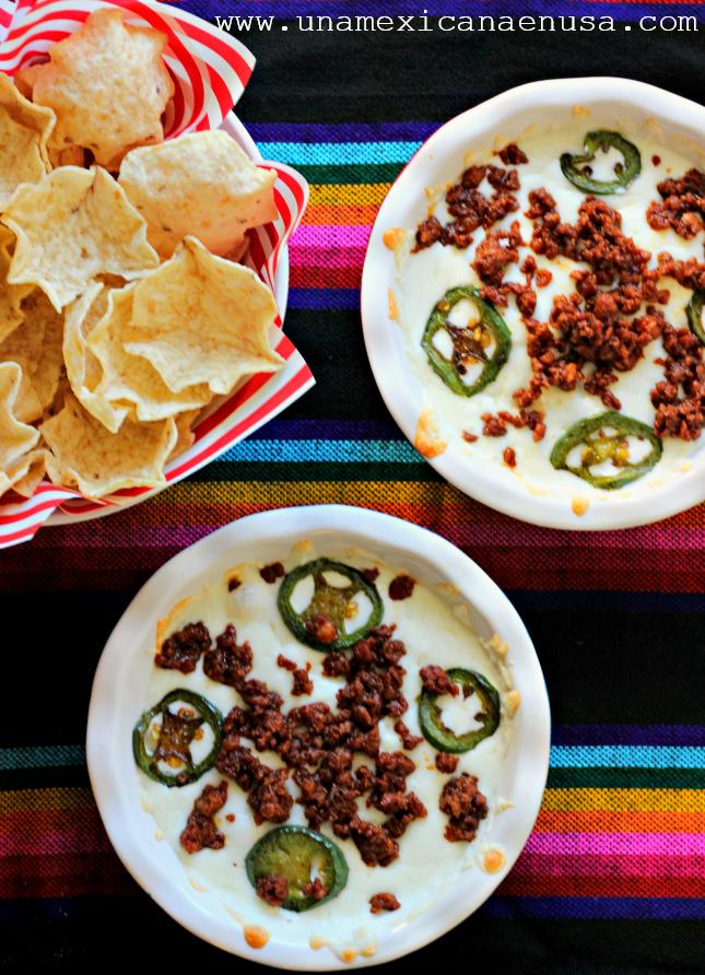 Queso fundido con chorizo, receta by www.unamexicanaenusa.com