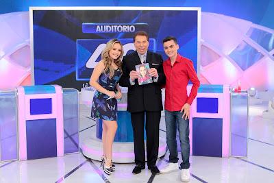 Larissa Manoela, Silvio Santos e Dudu Camargo - Crédito: Lourival Ribeiro/SBT