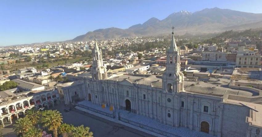 FERIA DEL LIBRO: Jóvenes de Arequipa presentan novela gráfica - FIL 2018