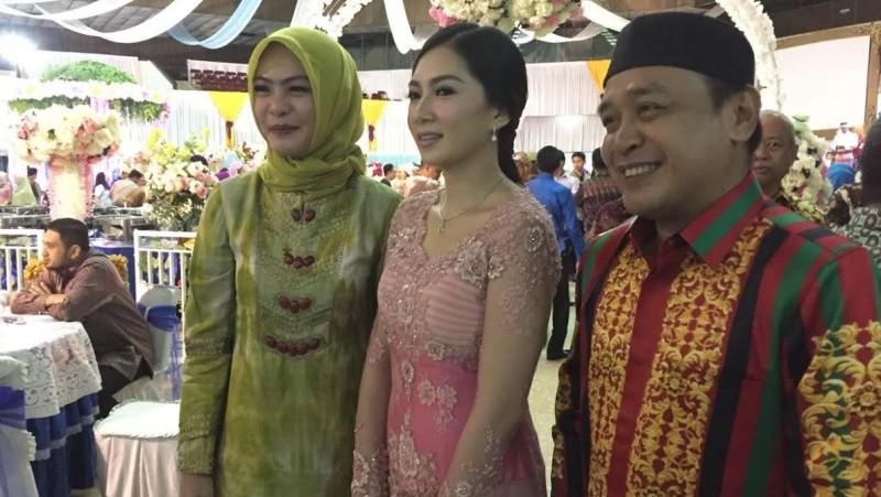 Supriansa (kanan) dan Andi Nurul Muliza (tengah)