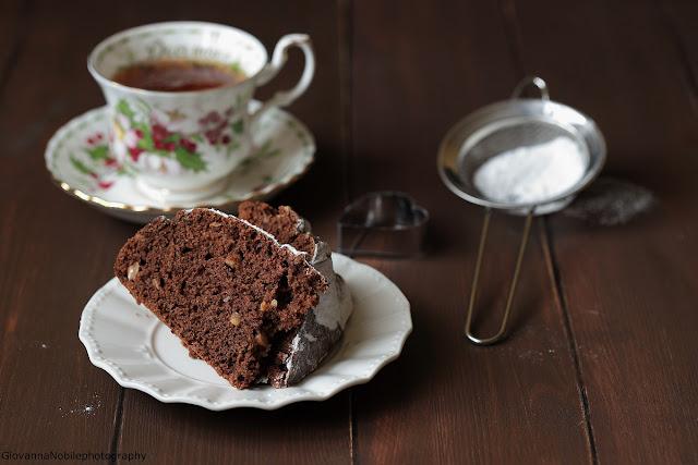 Torta-con-cacao-amaro-nocciole