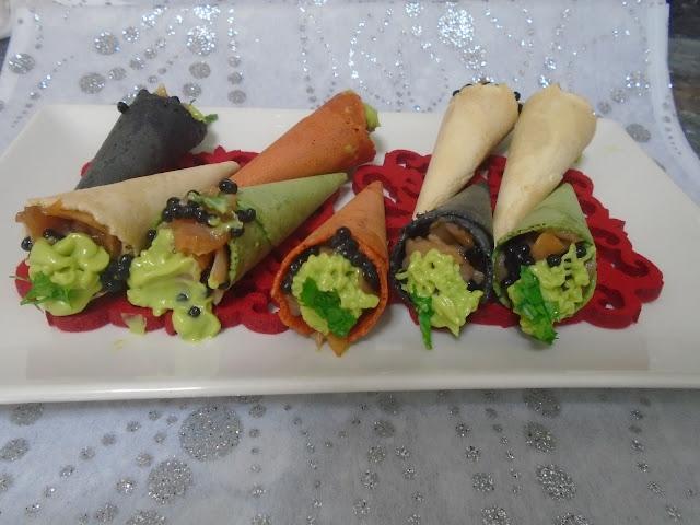 miniconos crujientes con tartar de salmón sucedáneo de caviar