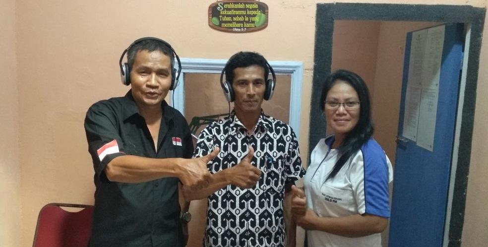 Kades Nanga Kiungkang Sampaikan Pembangunan Desa Lewat Radio Dermaga 100,9FM