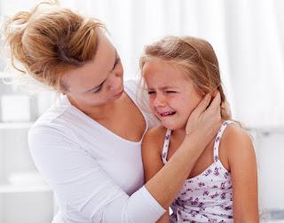 Triệu chứng bệnh viêm tai giữa ở trẻ em