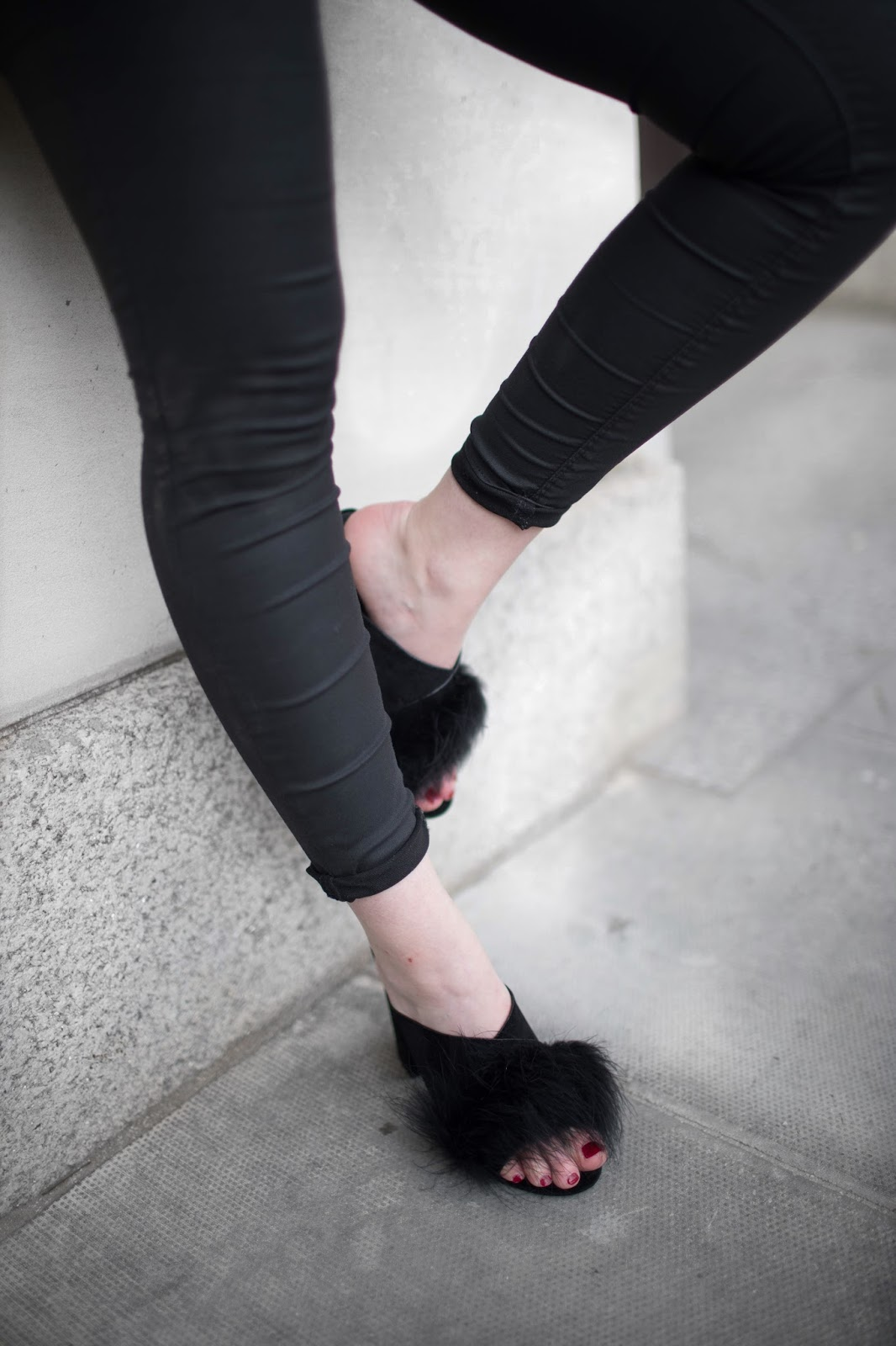 black outfit, rules for all black outfit, tips for all black outfit,daniel wellington petite watch ,  all black outfits, boohoo, primark blazer, balmain dupe