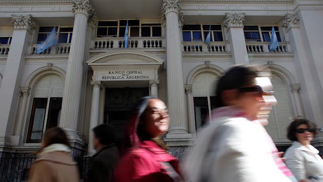 El Banco Central de Argentina logra renovar los bonos mientras sube la inflación
